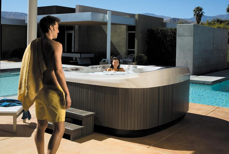 Fun in Jacuzzi J-470